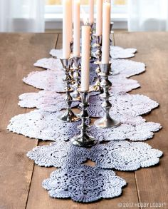 Diy Crafts : Illustration Description This chic table runner is as simple as sewing ready-to-go doilies together, then dip-dying them for added loveliness! Doilies Crafts, Lace Doilies, Crochet Doilies, Centerpieces, Table Decorations, Centerpiece Ideas, Table Toppers, Table Runners, Diy Home Decor