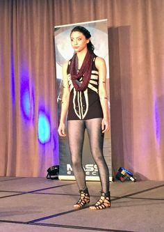 BioWare Fashion show: Dragon Age Inquisition - Cassandra Believer high-low tank, Maker's Light infinity scarf #geekfashion