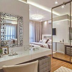 Lindo lindooo ❤  Legenda que  dispensa comentários. 😍  Via @espacos.decorados  Os espelhos combinam com todas as cores, estilos e estampas, além do que nos remete a impressão de profundidade! Nos amamos espelhos! E vcs gostam? ♥️✋🏻by @arqmbaptista 💗