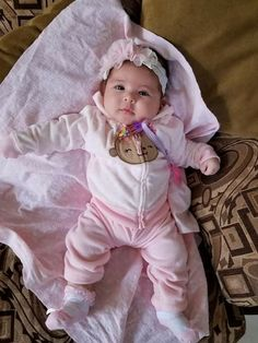 Cute Baby Girl Pictures, Cute Baby Boy, Cute Little Baby, Cute Baby Clothes, Baby Photos, Cute Kids, Baby Kids, Cute Babies Photography, Cute Baby Wallpaper