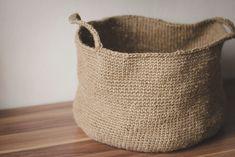 Green Bird - DIY Mode, Deko und Interieur: DIY - Gehäkelter Korb aus Paketschnur - DIY – Gehäkelter Korb aus Paketschnur – Green Bird – DIY Mode, Deko und Interieur Imágenes e - Diy Crochet Basket, Crochet Diy, Knit Basket, Simple Crochet, Basket Bag, Crochet Ideas, Diy Mode, Crochet Decoration, Upcycled Home Decor