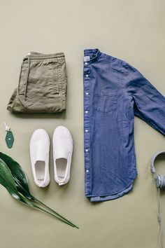 Add a versatile chambray shirt to your spring wardrobe. Layer it over your favorite tee or wear it buttoned up. Shop new men's arrivals from Gap.