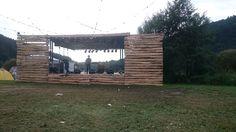 Sound of the Forest - Seebühne Einfache Holz-Bühnenverkleidung