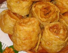 Filhós de Flor, floretas Baked Potato, Food And Drink, Chicken, Meat, Baking, Carne, Ethnic Recipes, Puddings, Baby Cakes