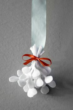 make your own felt mistletoe.