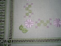 bellissima sfilatura su centro p. antico Hardanger Embroidery, Embroidery Stitches, Embroidery Patterns, Drawn Thread, Thread Work, Labor, Blackwork, Crafts To Make, Needlework