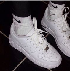 2014 cheap nike shoes for sale info collection off big discount.New nike roshe run,lebron james shoes,authentic jordans and nike foamposites 2014 online. Sneakers Fashion, Shoes Sneakers, Kd Shoes, Summer Sneakers, Nike Fashion, Cheap Shoes, Fashion Shoes, Tennis Shoes Outfit, Outfits Damen