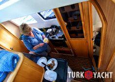 Во время плавания вопрос организации питания на борту яхты решается несколькими способами. Кто-то получает массу удовольствия от возможности...