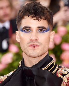 of the Most Spectacularly Gorgeous Beauty Looks From the 2019 Met Gala 11 Over-the-Top Gorgeous Beauty Looks From the Met Over-the-Top Gorgeous Beauty Looks From the Met Gala Green Eyeshadow Look, Silver Eyeshadow, Male Makeup, Beauty Makeup, Makeup Man, Makeup Inspo, Makeup Inspiration, Glam Rock Makeup, Makeup Carnaval