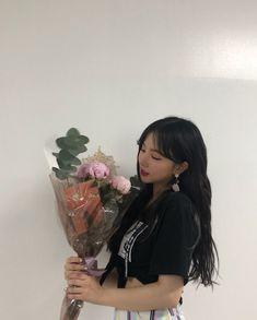 Kpop Girl Groups, Korean Girl Groups, Kpop Girls, Extended Play, Jung Eun Bi, Water Flowers, G Friend, Cultura Pop, Girl Day
