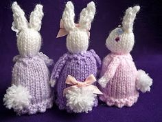 How cute are these bunny egg cosies? Free pattern.
