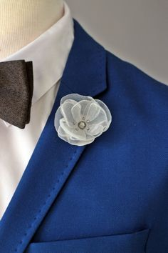 VID2011 is the 20% discount coupon code for orders over 60$.  Gentle and elegant organza fabric boutonniere combined with original Gray Swarovski