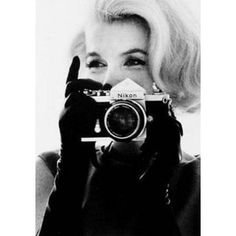 Marilyn Monroe with Camera, Nikon of course! Marilyn Monroe, Divas, Art Visage, Girls With Cameras, White Photography, Canon Photography, Hipster Photography, Heart Photography, People Photography