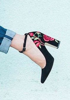 Embroidered Heels - black pumps with a touch of floral - this is a reayly cute spring essential