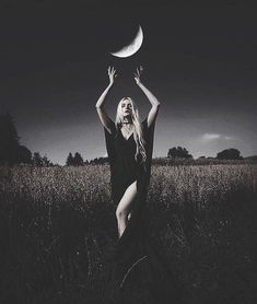 Halloween Photography, Creative Photography, Photography Poses, Dark Photography, People Photography, Witch Photos, Halloween Photos, Witch Craft, Halloween Fotografie