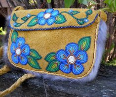 Indian Beadwork, Native Beadwork, Native American Beadwork, Seed Bead Patterns, Loom Patterns, Beading Patterns, Seed Bead Flowers, Beaded Flowers, Beaded Purses