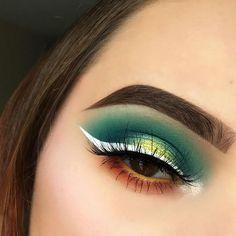 No joke I literally dreamed this look and had to do it lmao. I woke up like alright dream creativity come thru DETAILS: @morphebrushes 35B palette, @nyxcosmetics White Liquid Liner, and Jumbo Eye Pencil in Milk in the water line with a yellow shadow from the Morphe palette to set it, @anastasiabeverlyhills Dipbrow in Chocolate and Crushed Pearl highlight