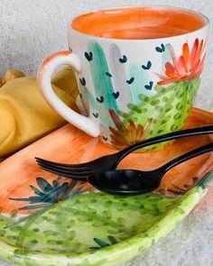 Ceramic Cups, Ceramic Pottery, Ceramic Art, Pottery Painting Designs, Paint Designs, Crackpot Café, Paint Your Own Pottery, Painted Pots, Hand Painted Ceramics