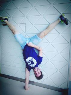 Upside down Single Handstand