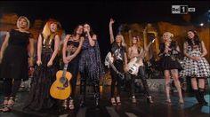 La grande Laura Pausini in concerto al Teatro antico di Taormina. Con Lei sul palco, da sinistra: Malika Ayane, Noemi, Paola Turci,Emma Marrone, L'Aura, La Pina, Syria.