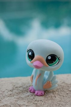 Lps swan by water Lps Littlest Pet Shop, Little Pet Shop Toys, Little Pets, Polymer Clay Creations, Polymer Clay Art, Custom Lps, Lps Toys, Cute Clipart, Clay Animals