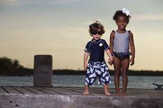 La piel de los más pequeños es sumamente delicada y protegerlos del sol con piezas enteras además de cuidarlos les ofrece comodidad a la hora de divertirse en el agua. Modelos de Epk
