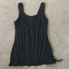 Lululemon Top Size 6 Excellent condition  No trade & no model lululemon athletica Tops Tank Tops