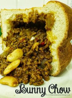 Bunny Chow Recipe - 12 Easy South African Dinner recipes that make the perfect comfort foods. These traditional South African food dishes and side dishes are simply too delicious to miss. South African Bunny Chow, South African Dishes, South African Recipes, Mexican Food Recipes, Dinner Recipes, Oven Recipes, Africa Recipes, Braai Recipes, Indian Recipes