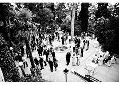 Fotografía de bodas Fotografía en blanco y negro del aperitivo ofrecido antes del banquete de la boda