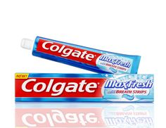 10 Creative Uses for Toothpaste! DIY Tips your will use over and over again! Household Cleaning Tips, Diy Cleaning Products, Cleaning Hacks, Household Products, Uses For Toothpaste, Colgate Toothpaste, Random Mind Blowing Facts, Thing 1, Save Money On Groceries