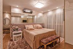 Apartamento com decoração neutra e toques de dourado maravilhoso! Luxury Bedroom Design, Luxury Home Decor, Luxury Homes, Interior Design, Dream Bedroom, Home Bedroom, Bedroom Decor, Suites, Bedroom Styles