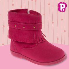 De nobuck e franjinhas, ela chegou para arrasar corações! Nossa botinha cor-de-rosa veio para o Outono/Inverno trazendo maciez, leveza e flexibilidade para as princesas! Disponível do 20 ao 25.