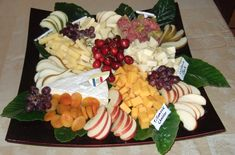 Cheese Platter | Premium Cheese Platters with Fresh Fruit Party Platters, Cheese Platters, Food Platters, Fruit Platter Designs, Platter Ideas, Fruit And Vegetable Storage, Vegetable Trays, Mini Fruit Pizzas, Smoothie Recipes With Yogurt