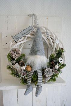 Türkranz 36 cm Weihnachtskranz, Wichtel, Landhaus Stil,Schild Frohe Weihnachten FOR SALE • EUR 42,00 • See Photos! Money Back Guarantee. Hallo zusammen! Biete Euch hier einen schönen Weihnachtskranz /Türkranz an. Er wurde in liebevoller Handarbeit von mir gefertigt. Dieser Kranz kann sowohl als Wand- oder Türkranz benutzt werden Der Weidenkranz 172399196773