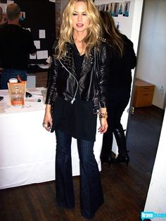 Black jeans Black leather jacket with studs Black LnA top I Love Fashion, Fashion 2017, Fashion Styles, French Fashion, Fall Fashion, Chic Outfits, Fashion Outfits, Black Outfits, Fall Outfits