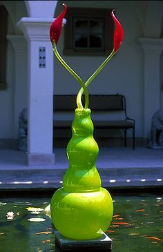 Dale Chihuly. My favorite glass sculpture artist by far. =]