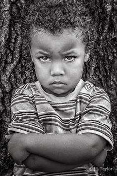 Portrait of boy with arms folded and angry face. Expressions Photography, Face Photography, Photography Ideas, Sad Faces, Funny Faces, Photo Humour, Emotion Faces, Funny Photos Of People, Angry Child