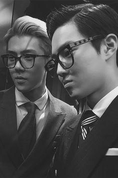Sehun + Suho OMG ATTRACTIVE MEN IN GLASSES = ME DEAD