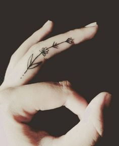 13 chic finger tattoos that will make you want to head to the parlour STAT…: