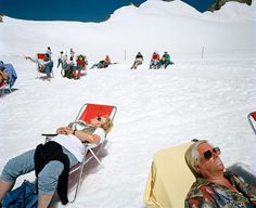 "17.1 k mentions J'aime, 112 commentaires - Martin Parr (@martinparrstudio) sur Instagram : ""SWITZERLAND. 1990. #magnumphotos #rocketgallery#martinparr #winter #summitsunbathing #timetorelax"""