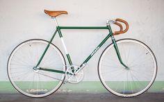 Road bike vintage bicycles 29 new Ideas Velo Vintage, Vintage Bicycles, Fixi Bike, Velo Design, Bicycle Design, Bike Drawing, Retro Bike, Mountain Bike Shoes, Mountain Biking