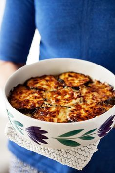 Low-Carb eggplant gratin with creamy feta cheese - diet doctor Low Carb Recipes, Vegetarian Recipes, Cooking Recipes, Healthy Recipes, Love Food, A Food, Food And Drink, Nasi Goreng, Low Carb Meal Plan