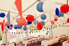 French party in blue, white and red. Paris Party, Paris Theme, London Party, French Themed Parties, French Pictures, Usa Party, Bastille Day, Bachelorette Party Decorations, Party Favors