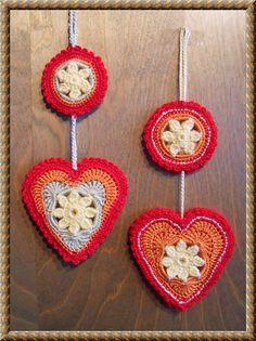 Free Ravelry Crochet Pattern: Springtime in my Heart pattern by Daniela Herbertz...unusual heart pattern, love the border!