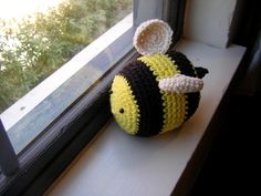 Curiouser and Curiouser: The Long Overdue Post: Bee crochet Pattern and Botanical Pictures