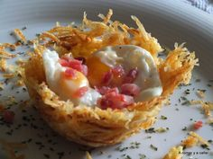 NIDOS DE PATATAS CON HUEVOS DE CODORNIZ Y JAMÓN Chef Recipes, Cooking Recipes, Food Decoration, Mediterranean Recipes, Food Presentation, Easy Cooking, Finger Foods, Huevos Fritos, Food To Make