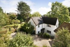 Fantastic detached family house in an extremely desirable location... Winchester.