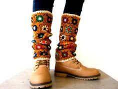 Transcendent Crochet a Solid Granny Square Ideas. Inconceivable Crochet a Solid Granny Square Ideas. Crochet Boot Cuffs, Crochet Leg Warmers, Crochet Boots, Crochet Slippers, Crochet Clothes, Knitting Socks, Knit Hats, Guêtres Au Crochet, Point Granny Au Crochet