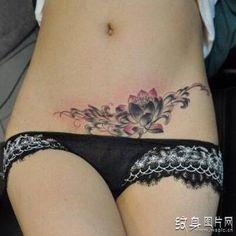 Good-looking caesarean section tattoo pattern, let the scars of life bloom beautiful flowers Stomach Tattoos Women, Belly Tattoos, Dope Tattoos, Pretty Tattoos, Finger Tattoos, Beautiful Tattoos, Body Art Tattoos, Girl Tattoos, Tattoos To Cover Scars