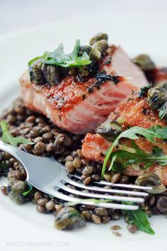 Salmon with green lentils and capers